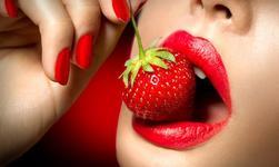 7 самых модных оттенков ягодных помад