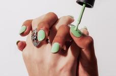 Новий тренд в манікюрі: зелені нігті.