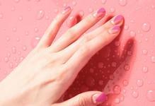 9 ідей весняного рожевого манікюру.
