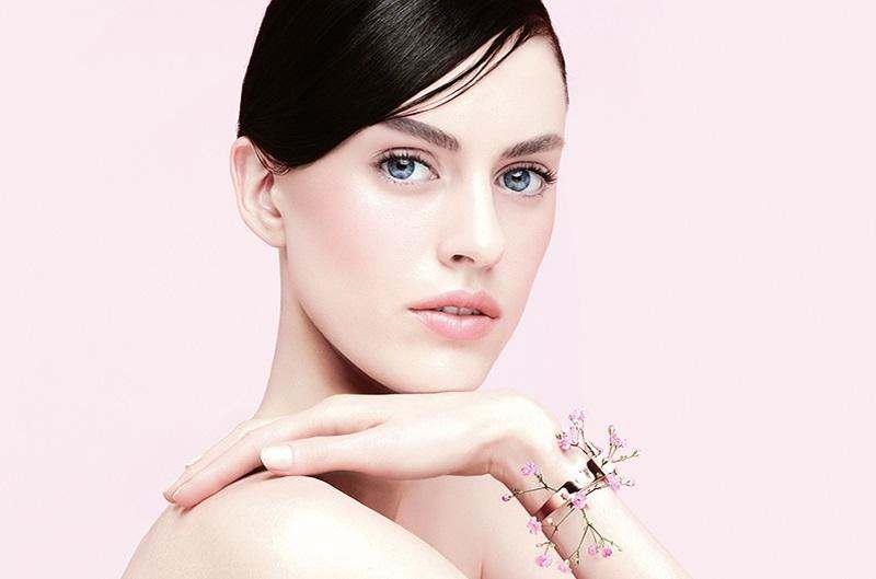 Новый формат: увлажняющий крем Givenchy L'Intemporel Blossom в пудренице.