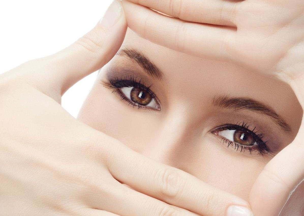 Як доглядати за шкірою повік, щоб мати сяючий погляд?