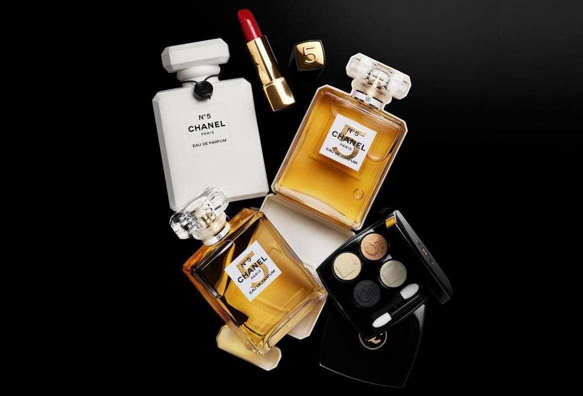 Святкова колекція макіяжу Chanel N°5.