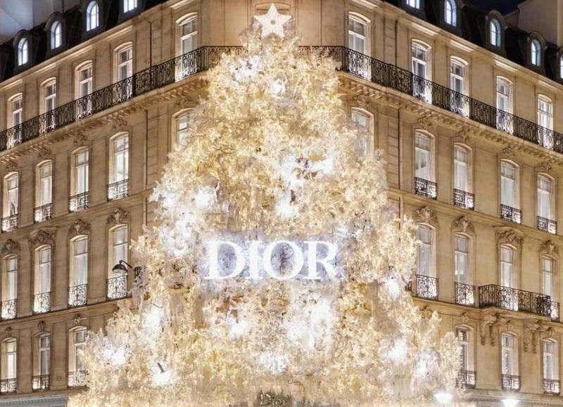 Свято наближається: новорічна ялинка Dior!
