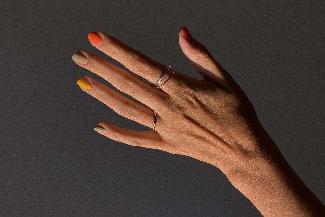 Лаки для нігтів кольору осені.