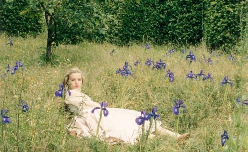 Ароматы природы: лучшие травяные парфюмы для весны и лета!