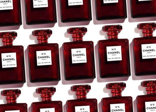 Лимитированный красный: Chanel Limited Edition N°5 Red.