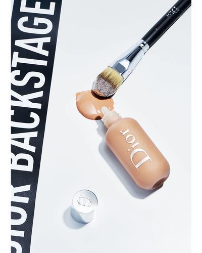 Dior Кисть для тональной основы, лёгкое покрытие Backstage Light Coverage Fluid Foundation Brush № 11. Фото 2