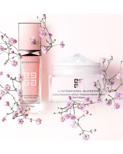 Givenchy L'Intemporel Blossom Beautifying Radinace Serum. Фото 5