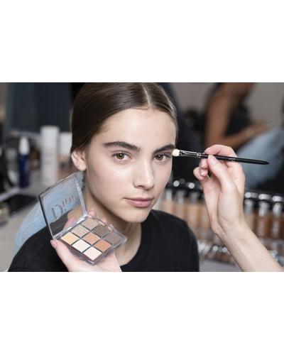 Dior Большая кисть для растушевки теней Backstage Large Eyeshadow Blending Brush №23. Фото 1