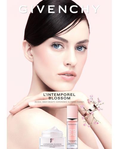 Givenchy L'Intemporel Blossom Radiance Reviver Cream. Фото 4