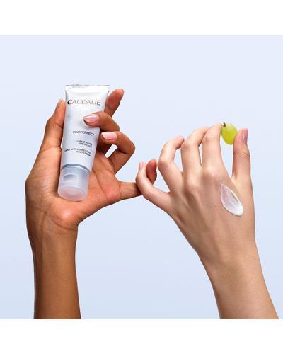 Caudalie Vinoperfect Dark Spot Correcting Hand Cream фото 3